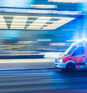 2021年度、救急車の出動回数が増加。その原因にワクチン接種の疑い。